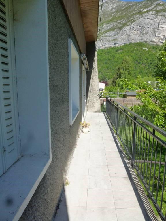 Location maison / villa Saint-egreve 1100€ CC - Photo 5