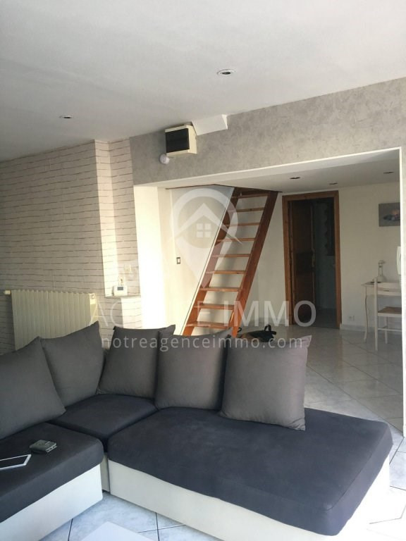 Location maison / villa Vaulx-en-velin 820€ CC - Photo 3