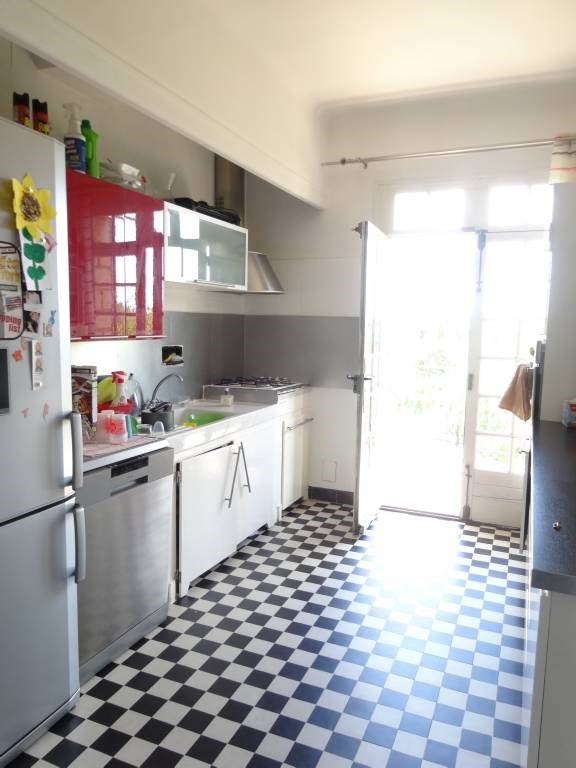 Location appartement Villeneuve-les-avignon 880€ CC - Photo 5