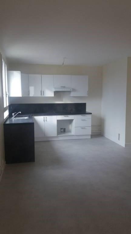Rental apartment Bretigny-sur-orge 851€ CC - Picture 1