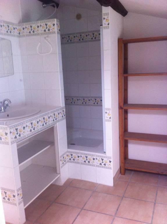 Location maison / villa Domazan 570€ CC - Photo 5
