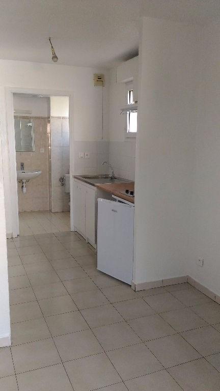 Rental apartment Saint laurent du var 475€ CC - Picture 5