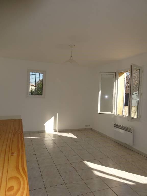 Location maison / villa Morieres-les-avignon 566€ CC - Photo 6
