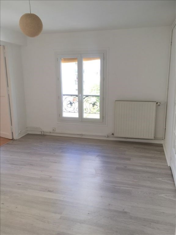 Location appartement Paris 19ème 1 126€ CC - Photo 2