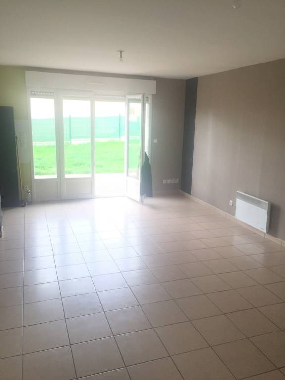 Location maison / villa Saint-quentin-de-baron 775€ CC - Photo 2