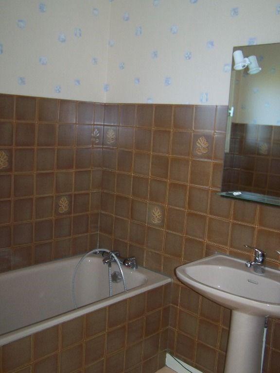 Location maison / villa Rilhac rancon 570€ CC - Photo 11