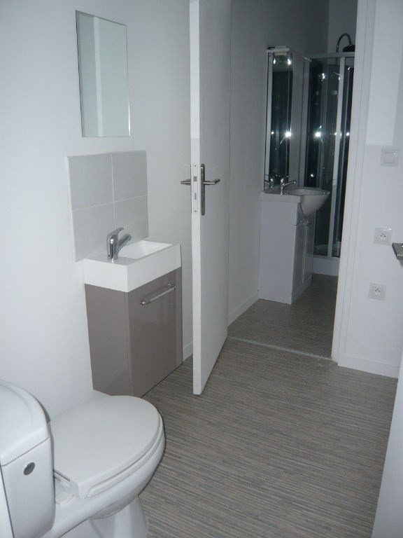 Location appartement Laval 543€ CC - Photo 2