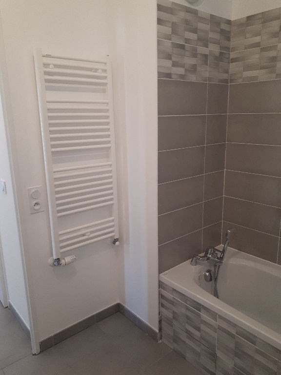 Rental apartment Bourgoin jallieu 680€ CC - Picture 5