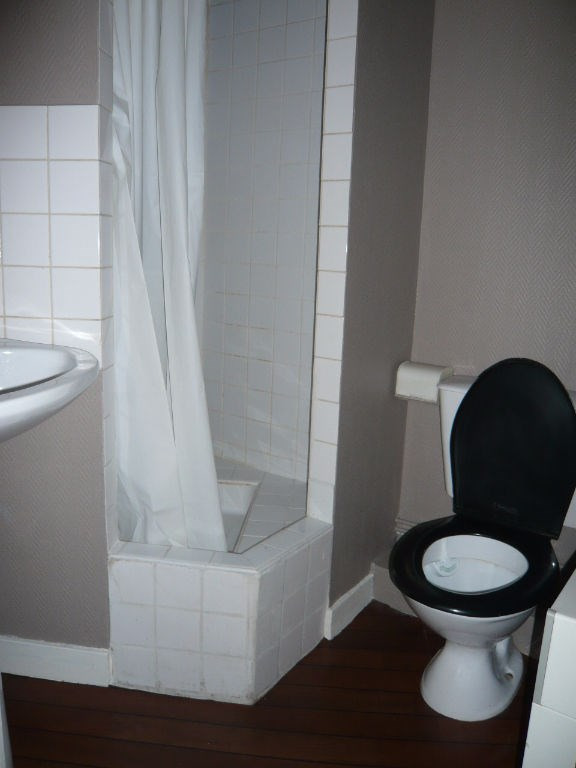 Rental apartment Laval 275€ CC - Picture 4