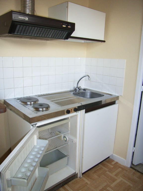 Rental apartment Laval 282€ CC - Picture 2