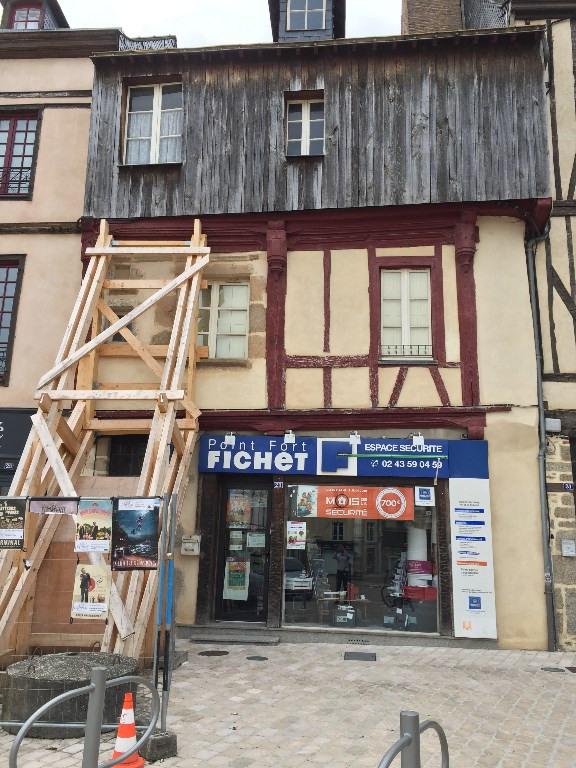 Sale building Laval 107400€ - Picture 1