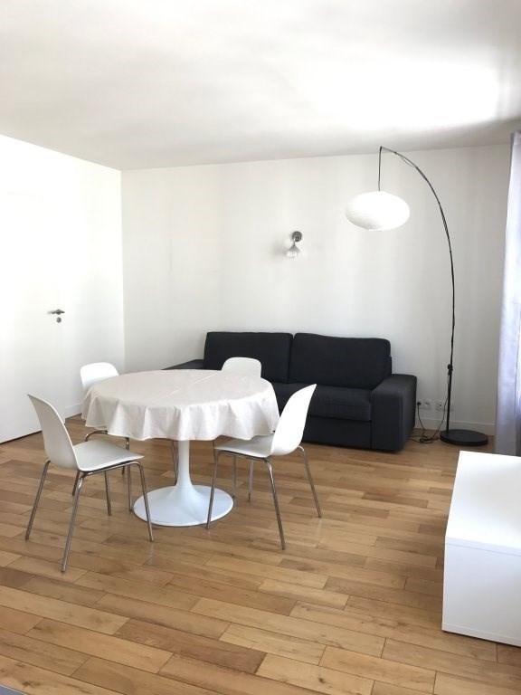 Location appartement Paris 7ème 2062€ CC - Photo 2