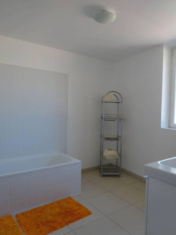 Location maison / villa Avignon 1020€ CC - Photo 8