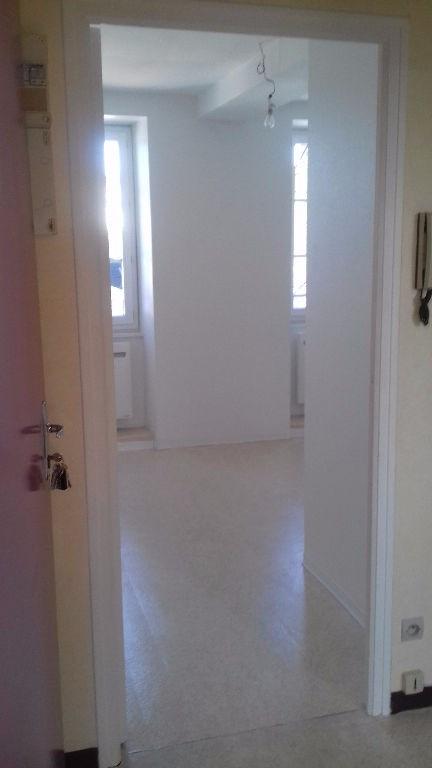 Location appartement Laval 282€ CC - Photo 5