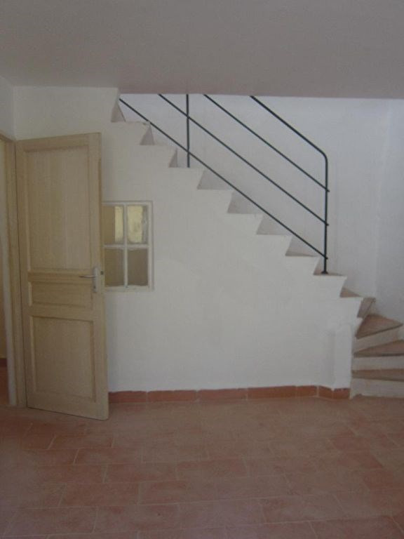 Rental apartment Lambesc 650€ CC - Picture 3
