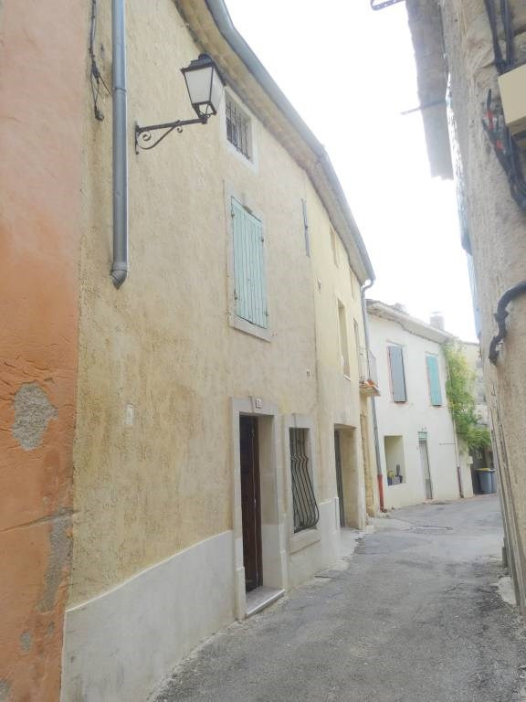 Location maison / villa Domazan 570€ CC - Photo 1