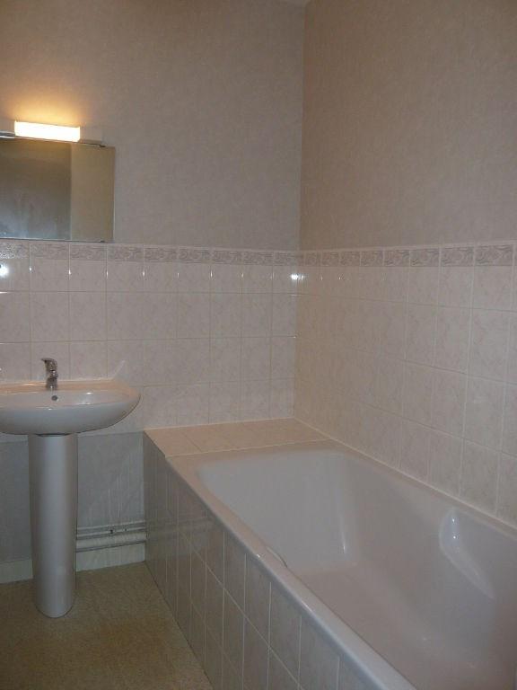 Location appartement Laval 376€ CC - Photo 3