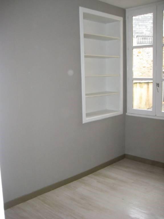 Location appartement Laval 363€ CC - Photo 2