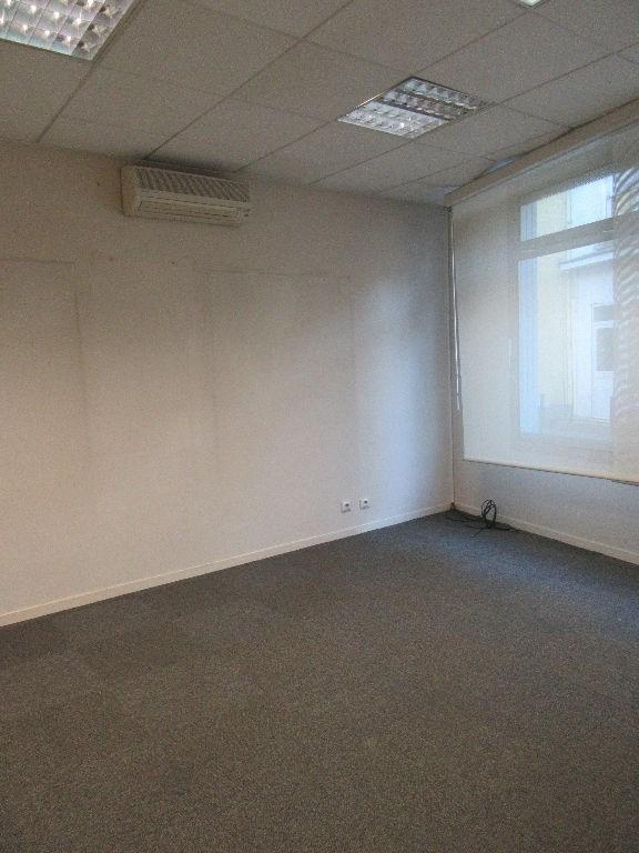 Rental empty room/storage Aire sur l adour 860€ CC - Picture 4