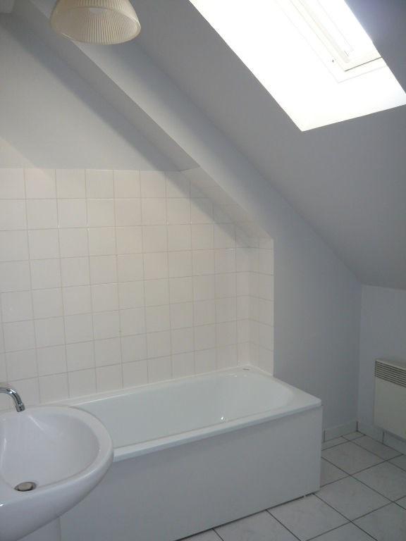Rental apartment Laval 380€ CC - Picture 3