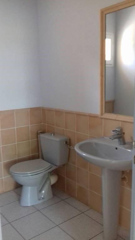 Location bureau Entraigues-sur-la-sorgue 1360€ CC - Photo 7