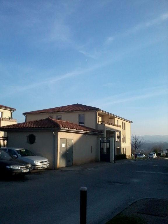 Rental apartment L isle d abeau 720€ CC - Picture 1