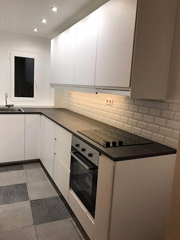 Rental apartment Saint germain en laye 1090€ CC - Picture 2