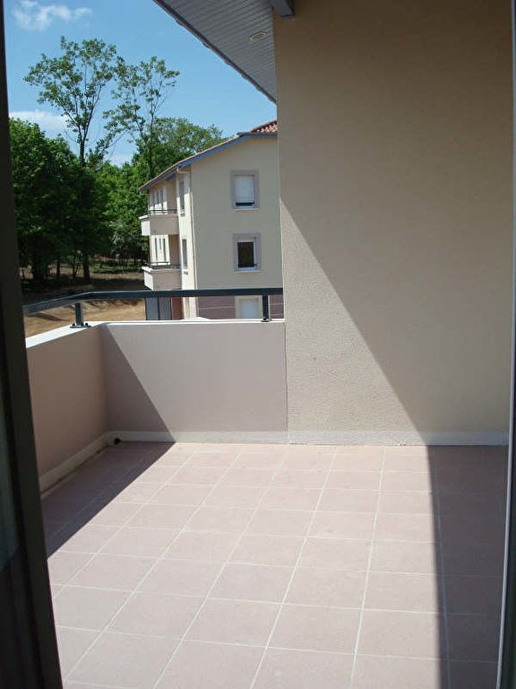 Location appartement Vaulx milieu 770€ CC - Photo 1