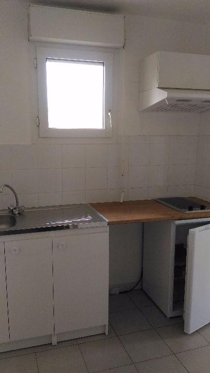 Rental apartment Saint laurent du var 475€ CC - Picture 3