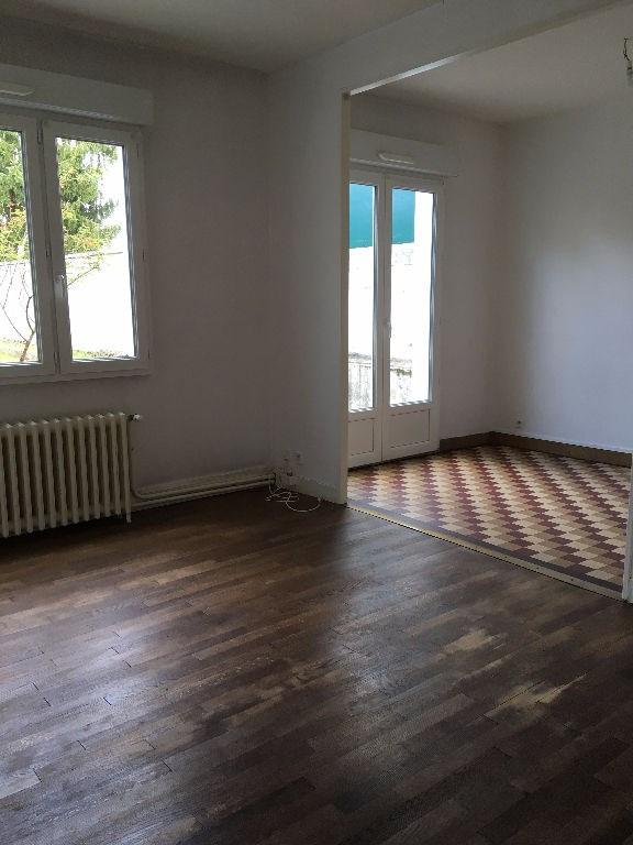 Sale house / villa Laval 143800€ - Picture 2