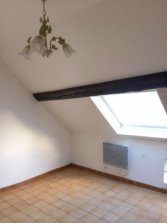 Rental apartment La ville du bois 540€ CC - Picture 2