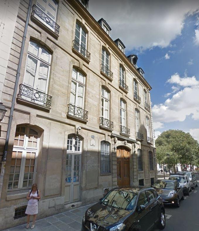 Rental apartment Paris 3ème 1350€ CC - Picture 1