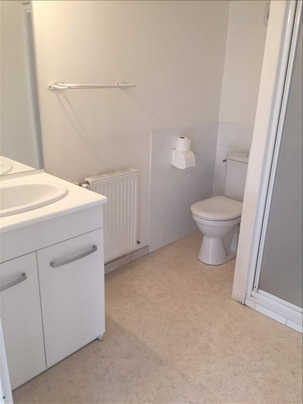 Location appartement Iteuil 428€ CC - Photo 4