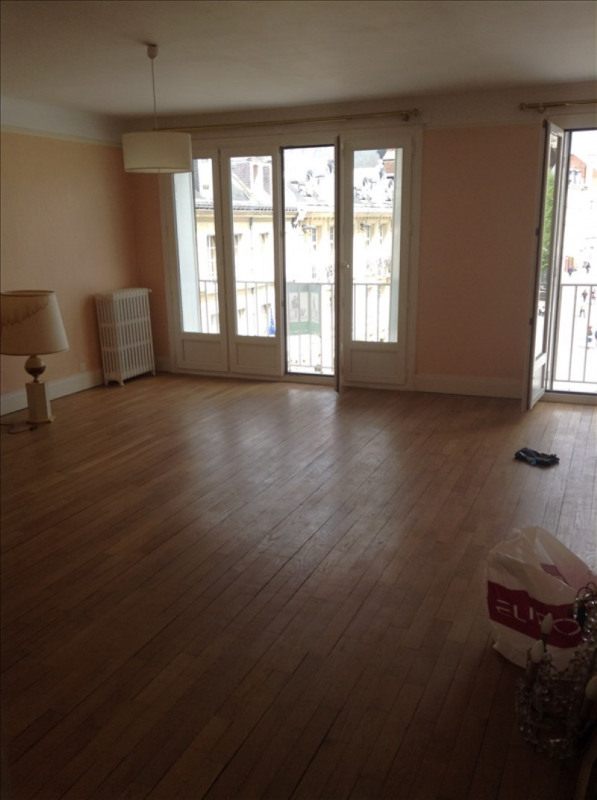 Rental apartment St quentin 950€ CC - Picture 1