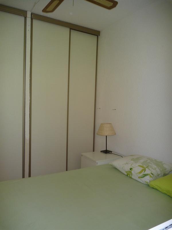 Location vacances appartement Cavalaire 420€ - Photo 12