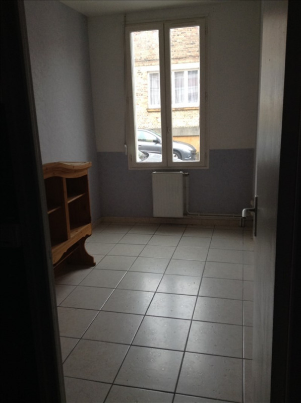 Rental apartment St quentin 490€ CC - Picture 5
