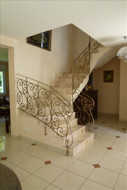 Sale house / villa Plaisir 504 400€ - Picture 2