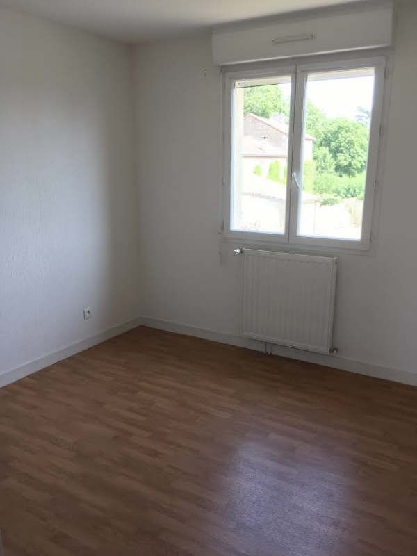 Rental house / villa Biard 658€ CC - Picture 5