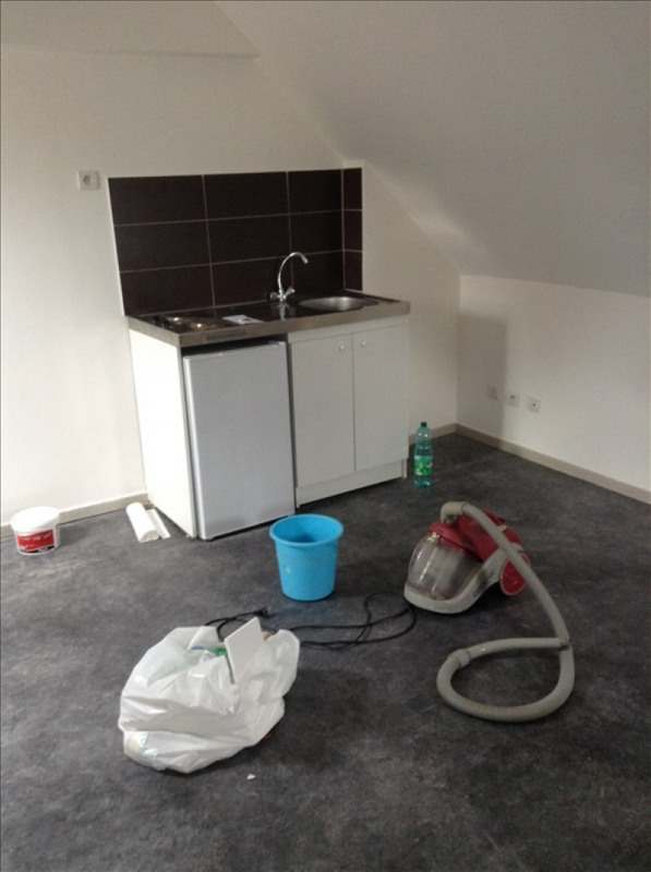 Rental apartment St quentin 290€ CC - Picture 1