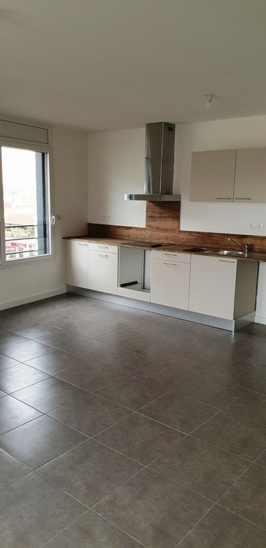 Location appartement Sathonay camp 777€ CC - Photo 1