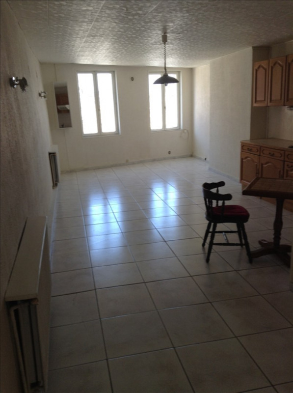 Rental apartment St quentin 405€ CC - Picture 1