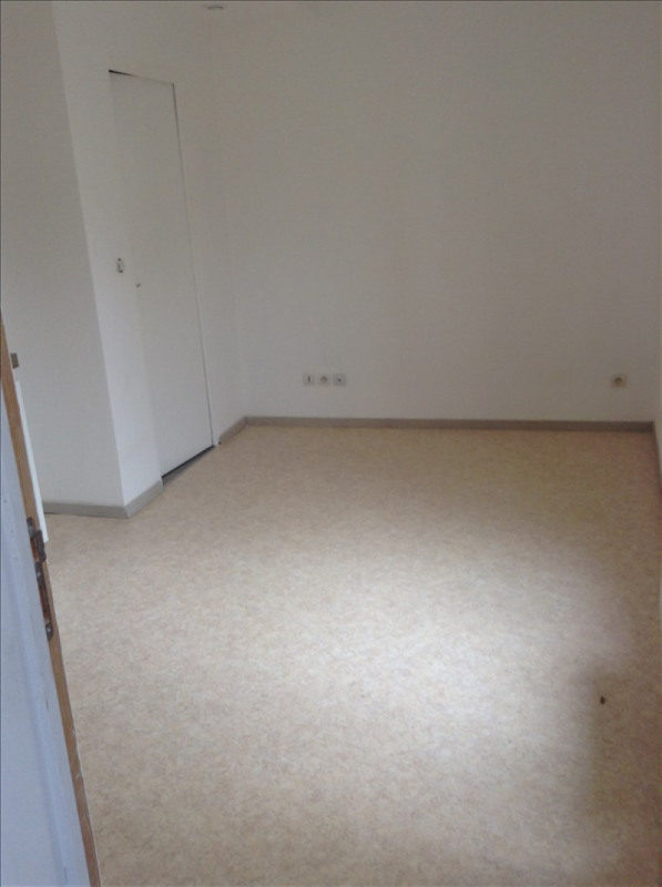 Rental apartment St quentin 370€ CC - Picture 1