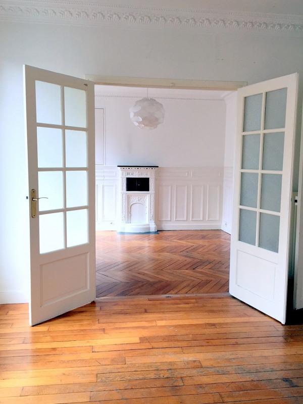 Location appartement Paris 15ème 1342€ CC - Photo 2