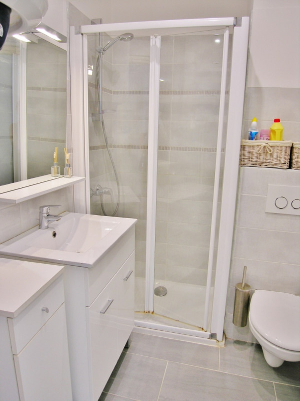 Location vacances appartement Antibes 430€ - Photo 6
