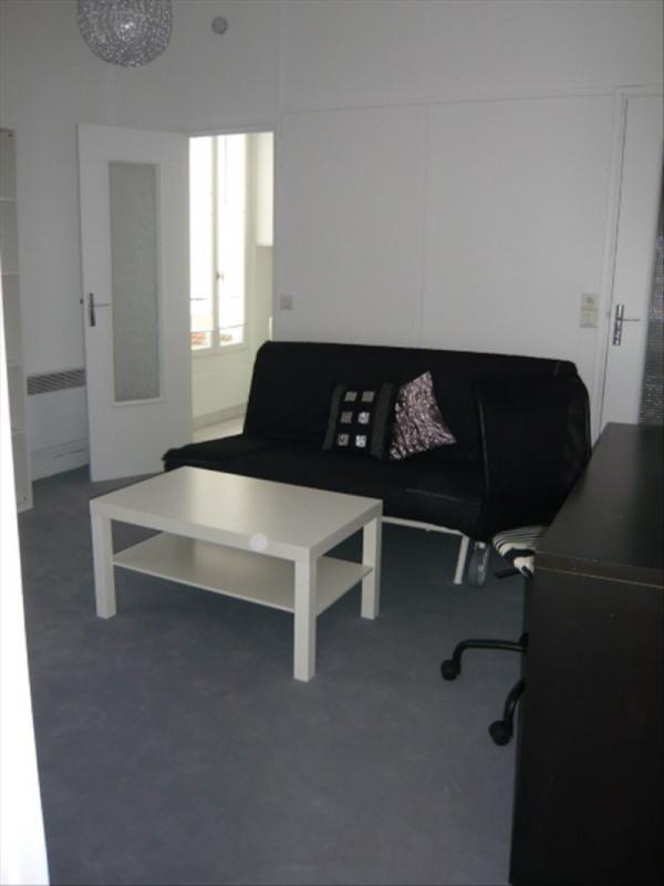 Location appartement Paris 11ème 890€ CC - Photo 1