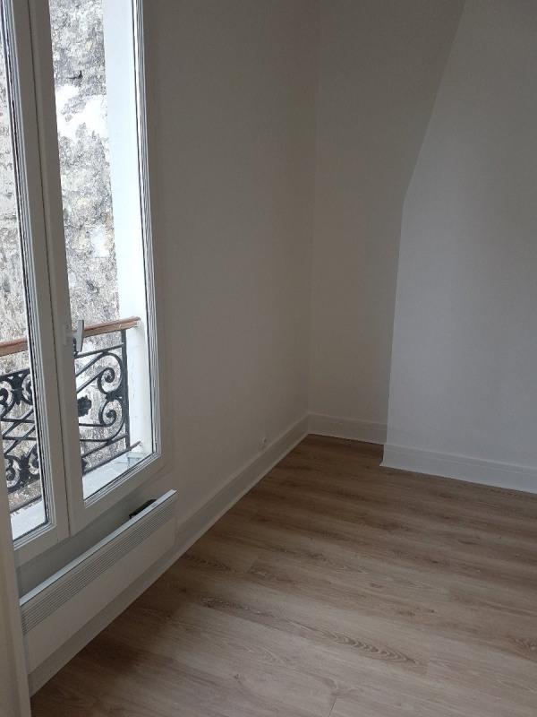 Rental apartment Paris 18ème 763€ CC - Picture 1