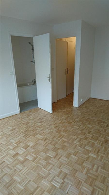 Rental apartment Courbevoie 652€ CC - Picture 2