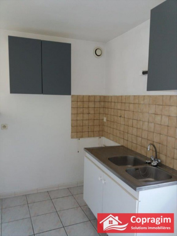Rental apartment Montereau fault yonne 400€ CC - Picture 2