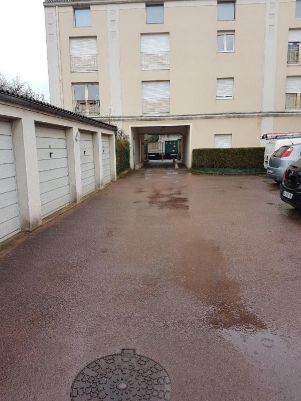 Rental parking spaces Dammarie les lys 70€ CC - Picture 2
