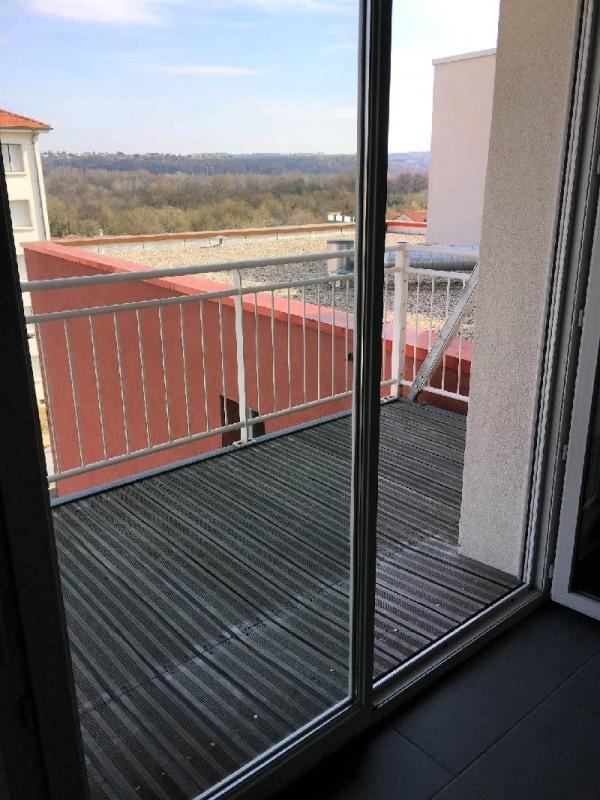 Rental apartment Vernaison 618€ CC - Picture 2